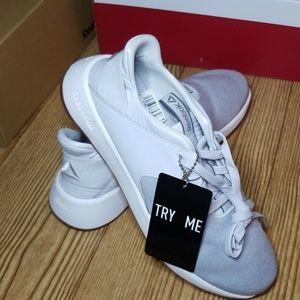 Reebok Ever Road DMX walking sneakers